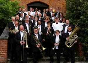 OBE und Chiltern Hills Brass Band; Foto: Susanne Schittek